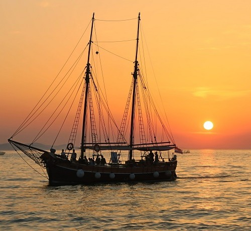 boat-cruise-sailing-boat-bachelorette-croatia